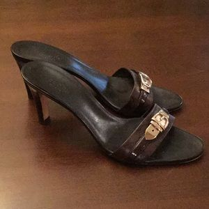Gucci Heelswith Gold Buckle